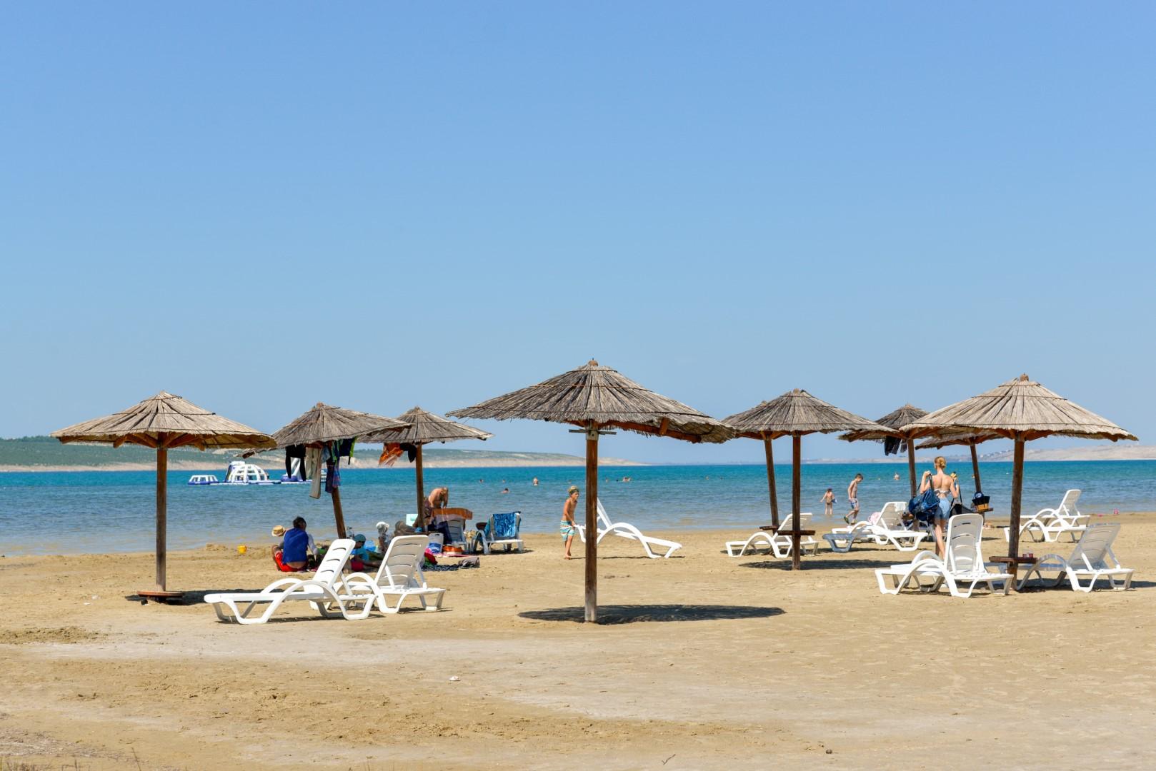 Bech Ljubač, sandy beach, pet beach, beach ideal for children, volleyball, www.zadarvillas.com